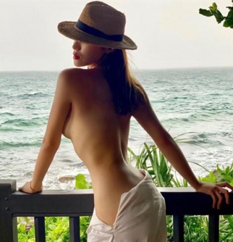 Những bức ảnh bán nude táo bạo của mỹ nhân Việt