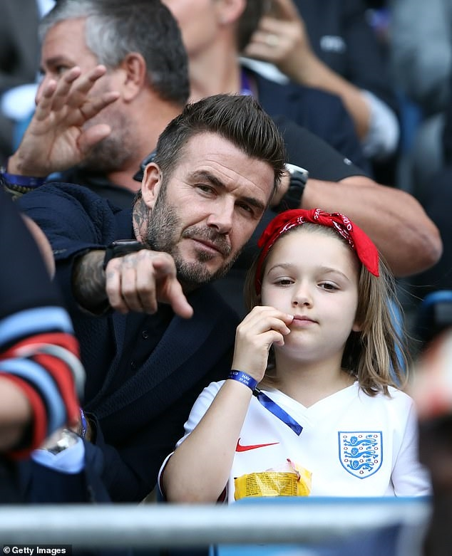 David Beckham thuc dem xay lau dai cho con gai Harper