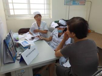 Khám sức khỏe gần 600 người quanh nhà máy Rạng Đông, chưa thấy biểu hiện bất thường