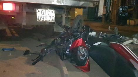 Liên tiếp tông vào xe tải, 2 thanh niên tử vong