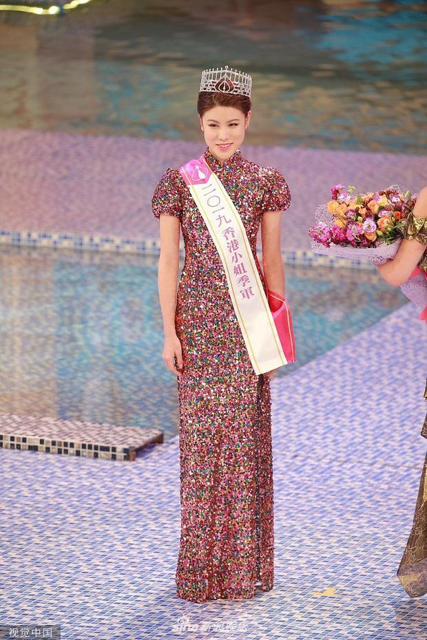 Vua dang quang, tan Hoa hau Hong Kong da bi che kem sac