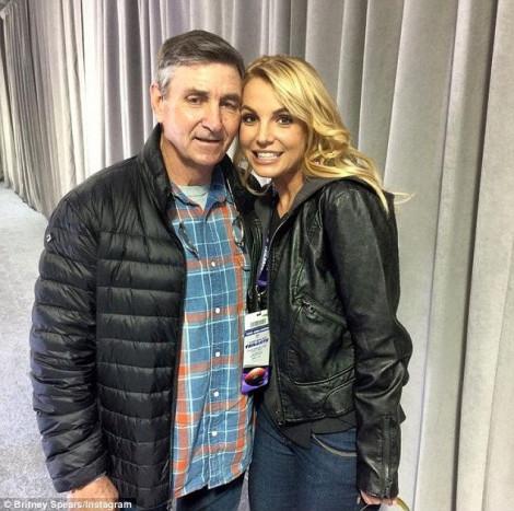 Cha Britney Spears từ bỏ quyền giám hộ con gái