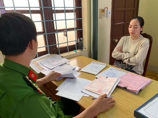 Nu giam doc 9X to chuc ban hoa don khong hang tram ty dong