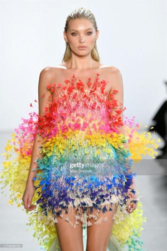 Thiên thần Victoria Secret diện thiết kế của Công Trí tại NYFW Xuân Hè 2020