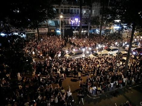 Q.1 dùng roi điện để giải tán đám đông đón sao Hàn