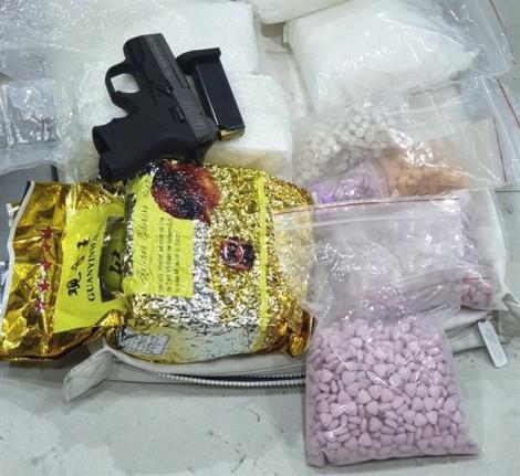 Bắt 7 đối tượng vận chuyển 35kg ma túy, thu giữ 2 khẩu súng