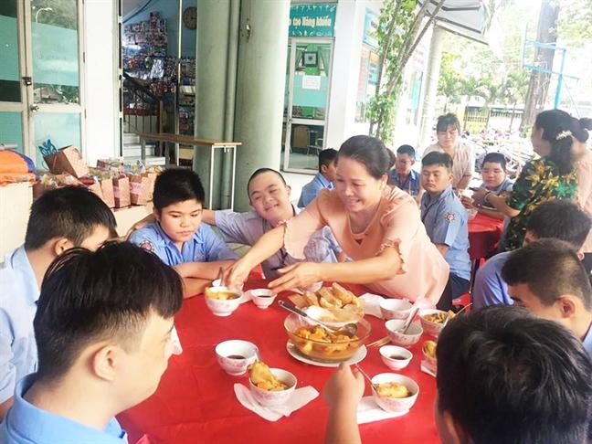 Trang Trung thu khong toa khap