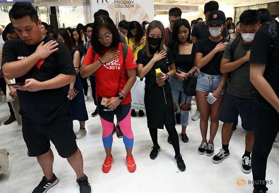 Truong dac khu Hong Kong hua giai quyet van de nha o va sinh ke cho nguoi dan
