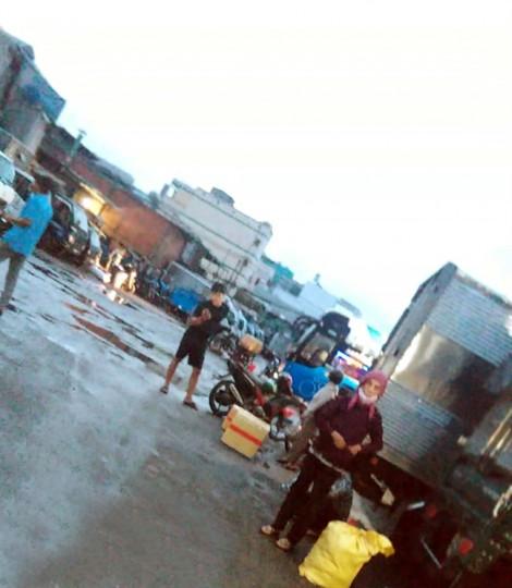 Bãi giữ xe giữa Sài Gòn 'phù phép' thành bến xe, thu tiền như... BOT