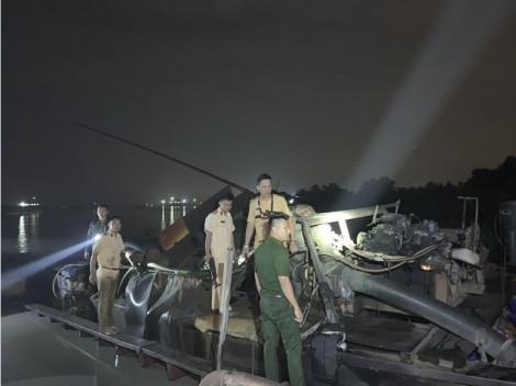 'Cát tặc' ném đá vào cảnh sát khi bị truy bắt trên sông Đồng Nai lúc nửa đêm