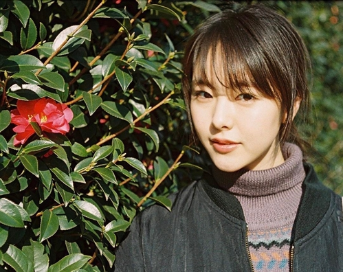 Nhan sác trong trẻo của mỹ nhan vuọt mạt Song Joong Ki tren trang web tìm kiém