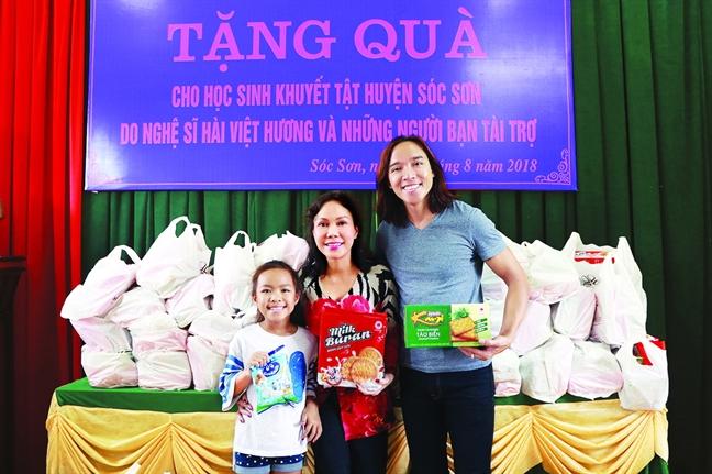 Nghe si Viet Huong: Ngay nao con co nhau thi song het cho nhau