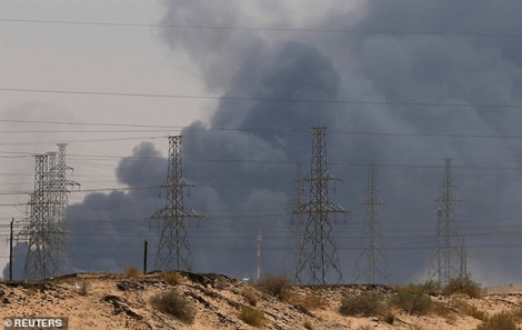 Ả Rập Saudi giảm một nửa sản lượng nhiên liệu sau vụ tấn công vào nhà máy lọc dầu