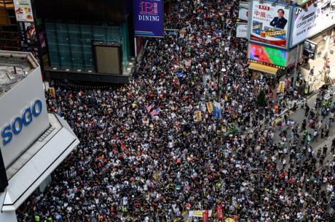 15 tuần bất ổn khiến nhiều doanh nghiệp muốn rời Hồng Kông, xuất hiện đầu cơ địa ốc