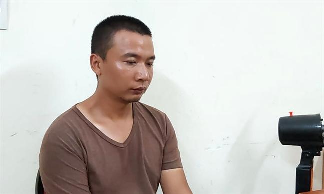 Bat 3 nguoi Trung Quoc lam gia hang tram the ATM de rut trom tien