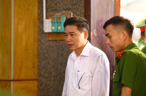 Xét xử vụ gian lận điểm thi tại Sơn La: chỉ 16/91 người được triệu tập có mặt