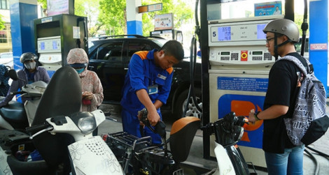 Xăng dầu đồng loạt giảm giá từ 15g chiều nay