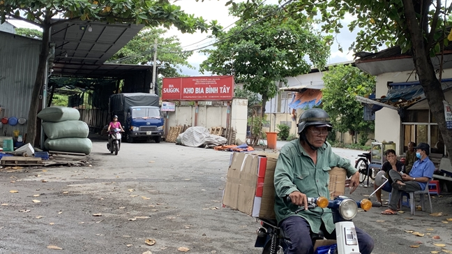 Phot lo chi dao cua UBND TP.HCM, Cong ty kho bai Binh Tay cho thue dat 'vang' gan 700 trieu/thang