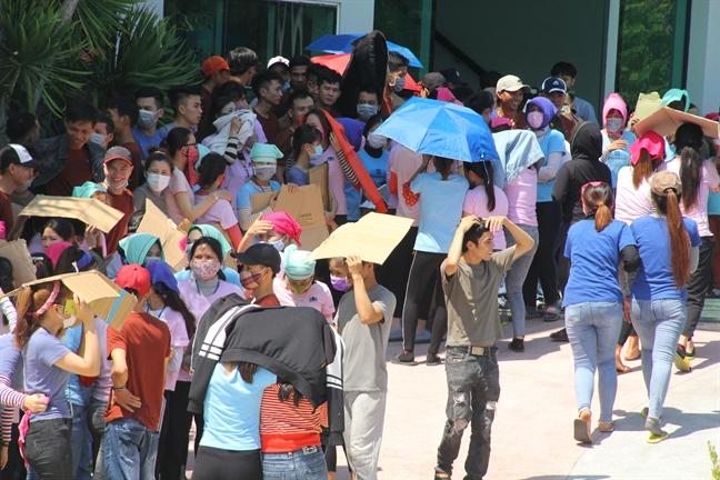 Gioi bo luc nhuc trong suat an, 7.000 cong nhan o Quang Nam dung an, ngung viec