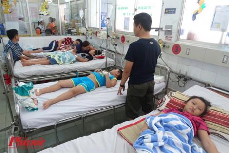 Cao điểm sốt xuất huyết, bệnh viện nháo nhào mượn thuốc điều trị