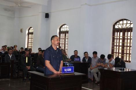 """Nhận 155 triệu đồng của Phượng """"râu"""", nguyên Hạt trưởng Hạt Kiểm lâm bị tuyên phạt 2 năm tù"""