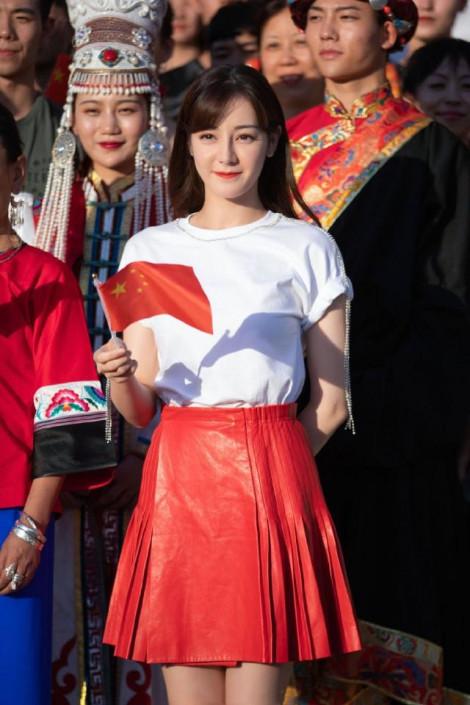 Vẻ đẹp gây bão của Địch Lê Nhiệt Ba không qua photoshop
