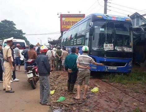 Xe khách tông liên hoàn trên đường Hồ Chí Minh, 2 người đàn ông tử vong tại chỗ