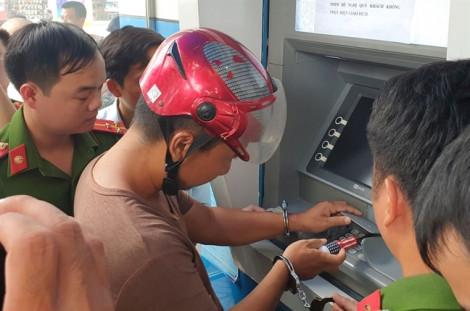Khởi tố 3 người Trung Quốc gắn thiết bị đánh cắp dữ liệu ATM