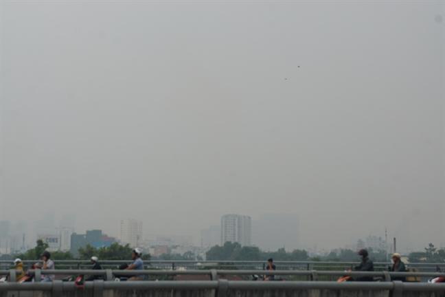 Nha cao tang, khu dan cu o Sai Gon mat hut sau lop suong mu dac quanh