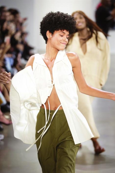 Khi thời trang mang thông điệp mạnh mẽ từ cuộc sống