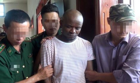 Bắt 2 đối tượng quốc tịch Nigeria vận chuyển gần 15kg ma túy