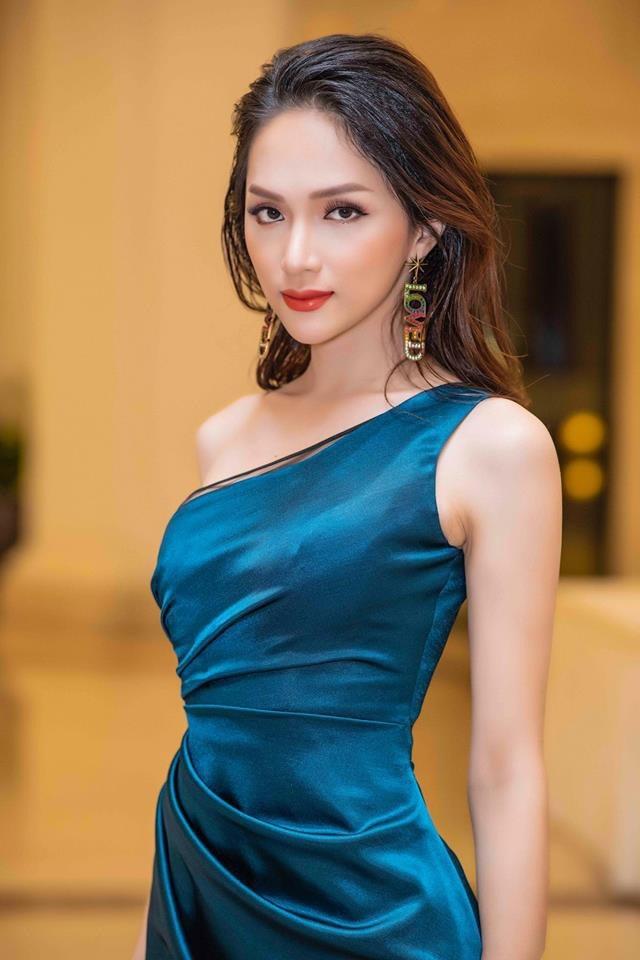 Hoa hau Huong Giang la my nhan chuong vay om sat nhat Vbiz