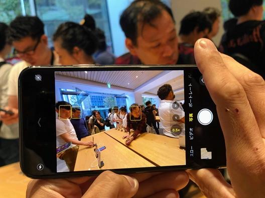 Nguoi Viet sang Singapore, Nhat Ban... xep hang mua iPhone 11 loi duoc bao nhieu?