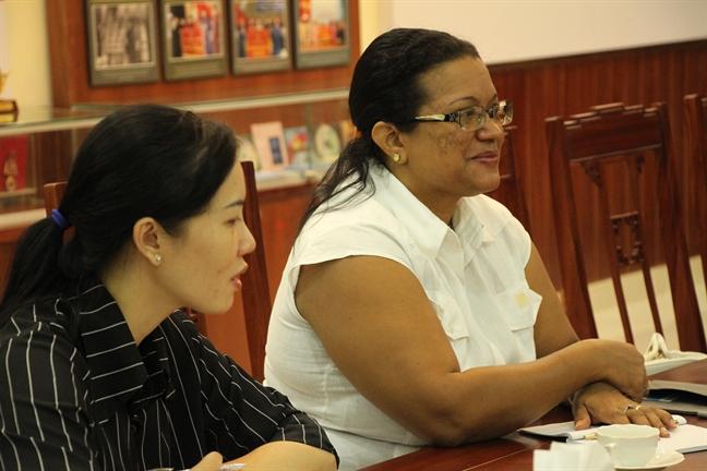 Hoi LHPN TP.HCM tiep Tong Lanh su quan Cuba