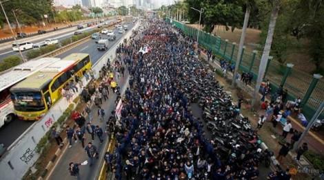 Indonesia: Hàng chục ngàn sinh viên biểu tình phản đối Luật chống tham nhũng và Bộ luật Hình sự mới