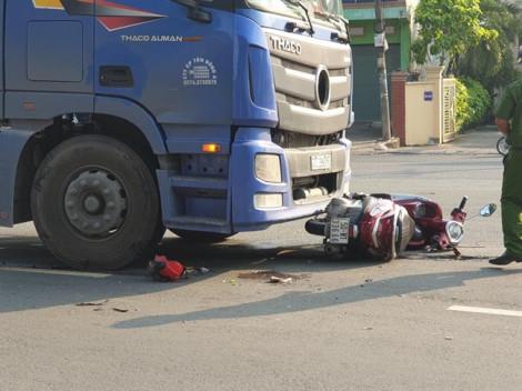 Xe container ôm cua cán chết một phụ nữ tại ngã ba tử thần trên Quốc lộ 13