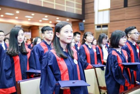 Sinh viên Trường đại học Kinh tế TP.HCM bỗng dưng bị 'đòi' thêm học phí