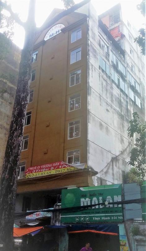 Cao ốc xây trái phép giữa trung tâm thành phố, gần 10 năm vẫn chỉ xử lý trên... giấy