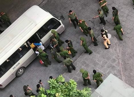 Đột kích vào ổ bay lắc trong chung cư ở Sài Gòn