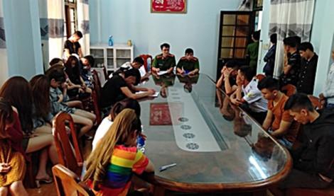 Tiếp viên quán karaoke 'bay lắc' cùng khách, 28 thanh niên dương tính với ma túy