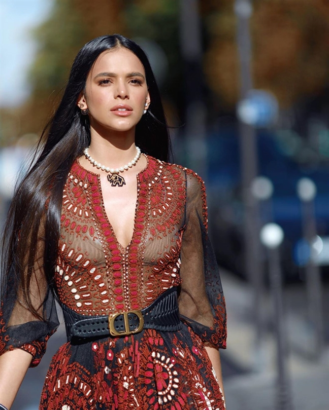 Nhieu ngoi sao chuong mot khong noi y tai Paris Fashion Week
