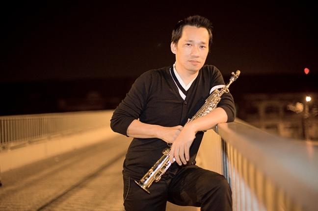 'Chao ban cua toi, nghe si saxophone Xuan Hieu. Ra di thanh than nhe!'