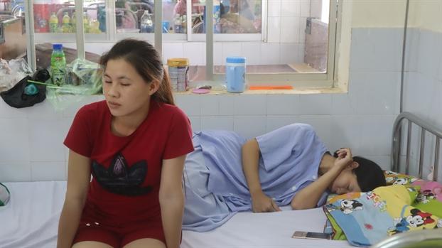 Khong khoi to hinh su vu san phu bi tai xe bo roi giua duong khi sap sinh