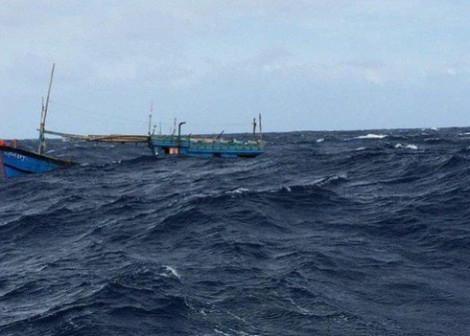 Tàu Trung Quốc từ chối cứu hộ tàu cá Việt Nam ở Hoàng Sa