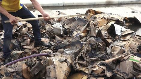 Cháy ở KCN, 2 nữ công nhân bị ngạt khói phải đi cấp cứu