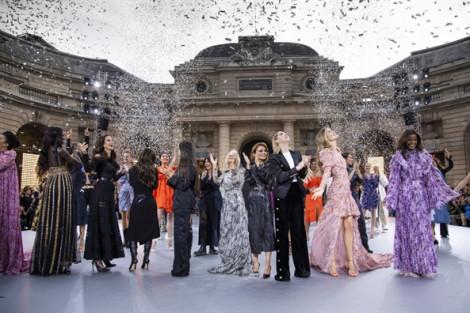 Dàn mỹ nhân 'khủng' hội ngộ tại sàn diễn độc đáo của Tuần lễ Thời trang Paris