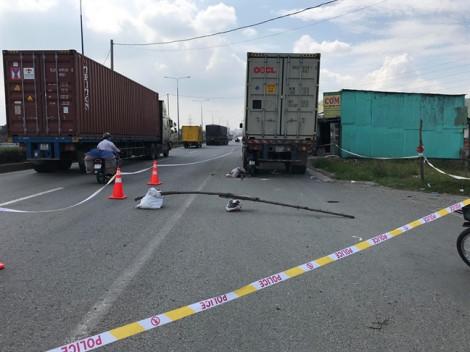 Xe máy dính chặt đuôi xe container sau cú tông mạnh, nam thanh niên tử vong