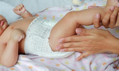 3 tiêu chí quan trọng mẹ cần nhớ khi chọn tã quần cho bé lẫy lật