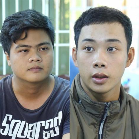 Dùng dao khống chế tài xế taxi cướp tài sản, 2 thanh niên ra đầu thú