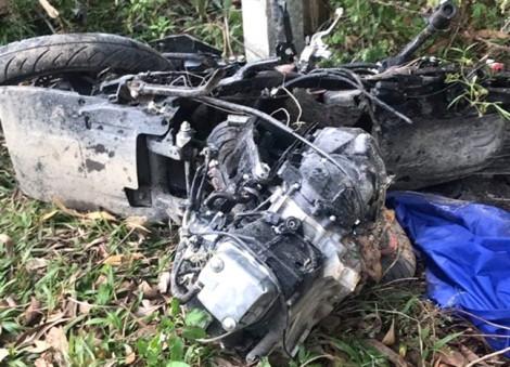 Hai vợ chồng trẻ tử vong sau cú tông trực diện vào xe ô tô bán tải